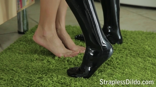 Kinky feeldoe fuck in black latex