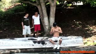 Latin bareback threeway outdoors with amateurs