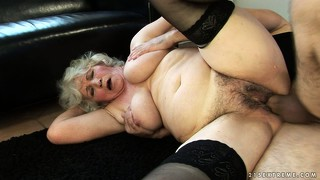 Sexy granny gets a really good pussy pounding from young member