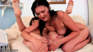 This brunette lesbian knows how to get her girlfriend's pussy dripping wet