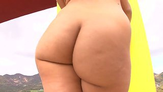 Baby with natural tits and sexy ass isis taylor spreads her legs and gets manuel's tongue