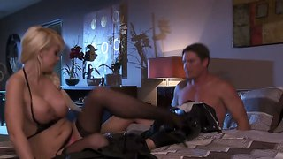 Courtney taylor loves to add a little romance in her hardcore fucking with ex boyfriend