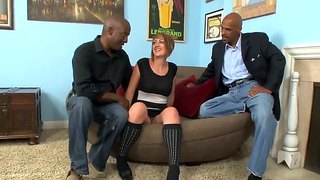 You are welcome to watch interracial threesome fuck by justin long, kasmine cash and lee bang!