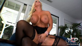 Luscious thick ass blonde babe ridding a black guy