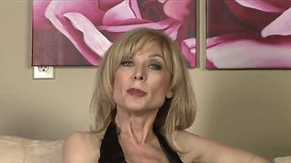 Nicole ray has fire in her eyes as she gets her slit tongue fucked by lesbian nina hartley