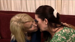 Tender kissing from lesbo milfs erica and magdalene