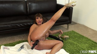 Naked cougar glistening with oil fucks herself with various toys