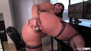 Stacked milf with a heavenly booty ava devine sets up a solo journey to please her twat