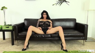 Tera patrick in sexy underwear and high heels opens her legs