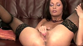 Lauryn may gets really high from pussy rubbing