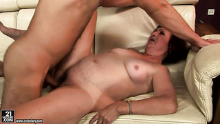 Delicious chick eve tickler lets man insert his worm in her mouth