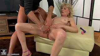 Naked mature blonde margarette spreads her legs wide and gets her pussy stimulated with the help of several vibrators. she gets squirting orgasm after unthinkable pussy stimulation.
