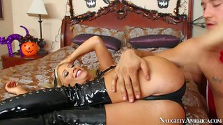 Blonde tasha reign, his sister's friend. is so sexy in her black costume on halloween. she shows off her sexy boobs and gets her fuck hole fucked as deep as possible on the bed.