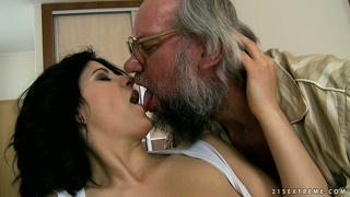 Old dude gets a fine young brunette to do some sixty-nine with him