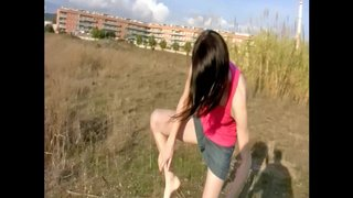 French girl wants to fuck in the field