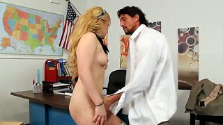 Hardcore and amazing scene with a gorgeous pornstar kelly surfer and tommy gunn