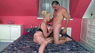 Sila is a blond-haired granny that spends her sexual energy with hot young guy. she does oral job with desire and then takes his love bone in her wet fuck hole. watch mature slut have fun.
