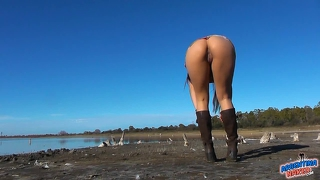 Amazing! round ass teen, wide open pussy! outdoor nudism!