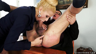 Blonde satisfies her sexual needs and desires