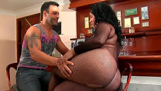 Big-assed brunette aliny blows roge ferro