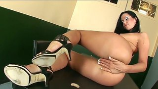 Divine brunette whore larissa dee adores deep pussy insertions with her tricky fingers!