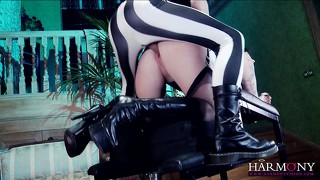 Gracious vixen is opening her beautiful ass for rough banging