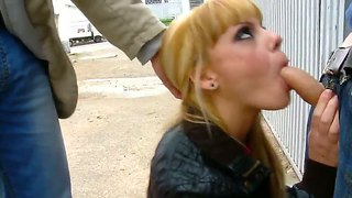 Jakeline teen makes an outdoor deepthroat blowjob with pleasure