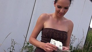 Amateur chick paid cash to fuck outdoor