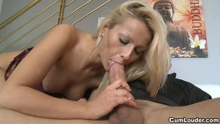 Hot cherry kiss takes a big cock in her asshole