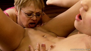 When this mature slut gets down to eating pussy, there's no stopping her