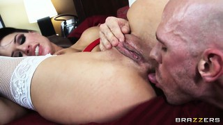 Monster cock makes inked brunette hiss and scream as she rides it