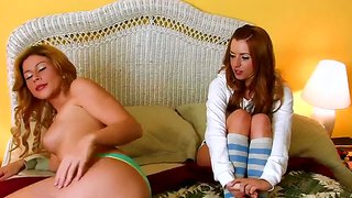 Brooklyn lee makes out with her girlfriend