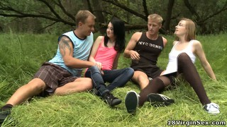 Sindy and olga in an outside foursome blowing and getting licked