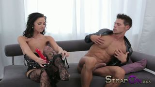 Strapon pegging masterclass from black haired beauty