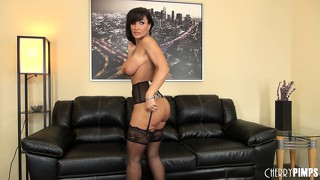 Stunning cougar lisa ann shows off her incredible and fit body
