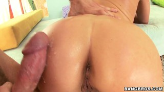 Samantha ryan's tight anus looks too tempting for her bf to avoid penetrating it