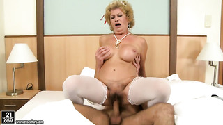 Blonde effie gets her throat pumped full of tool in dick sucking action with horny guy