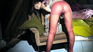 Horny brunette ivana in pantyhose teases and stuffs her shaved twat with glass didlo to orgasm