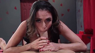 Horney babe likes it when her ass and pussy are pounded hard and he later gives him a blowjob