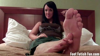 Mandy taylor wants you to suck on her toes