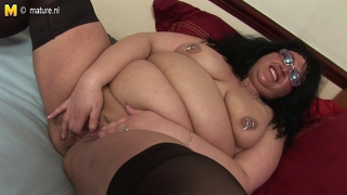 Kinky big mother loves toying her old cunt