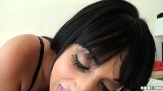 This dark-haired latina's mouth and shaven pussy feel equally good
