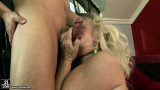 Fat hoochie mama in lingerie gets her hairy muff pounded raw
