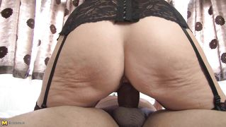 Saggy ass mature rides her guy