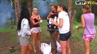 Teens made an awesome orgy during a weekend picnic