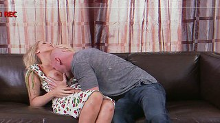 Hot mom, julia ann, seduces her neighbour and makes him the happiest man in the world