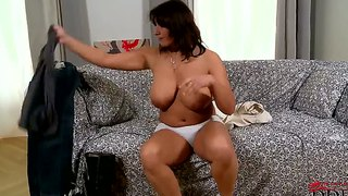 Amateur milf sophia moroe gets her giant white tits out.