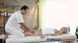 Massage rooms soft skinned beauty's juicy hole tingles after