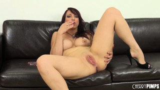 Nikki hunter goes live and toys her wet snatch on the couch and smiles