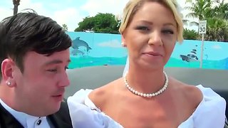 A new bride has her pussy munched in a limo